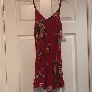 Arizona Jean co. Red floral shorts romper size: S